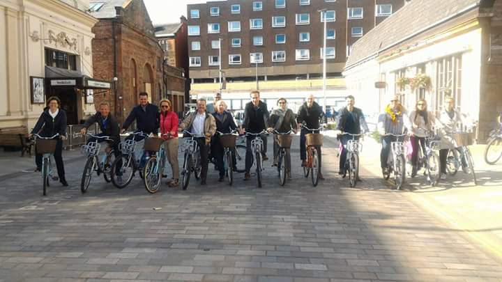 bike tour glasgow city sightseeing big group
